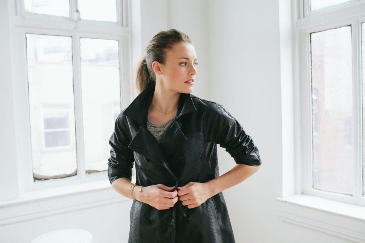 Le Trench Le Noir black coat fashion strut accessories in the pursuit